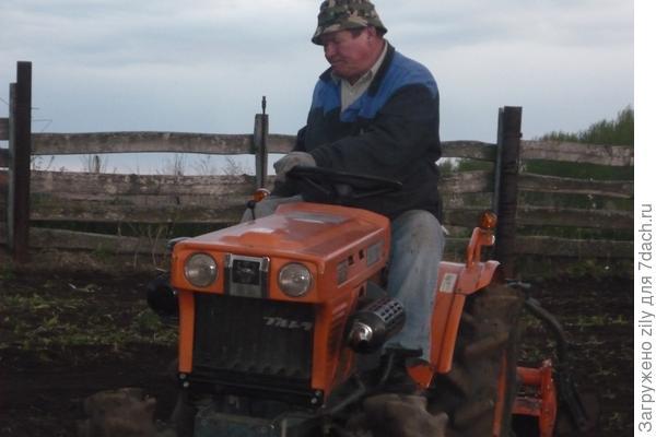 Первый трактор на деревне.