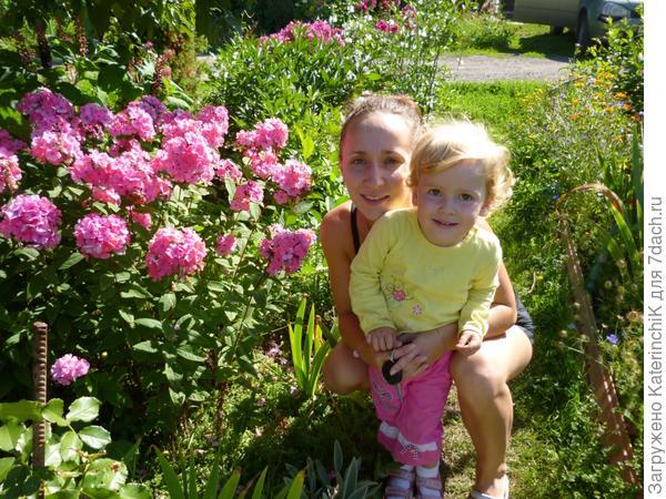 Обожаем огород! Там кругом везде народ!!! Море солнца и цветов!!! Ездить я туда всегда готов!!!