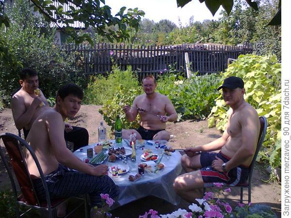Кому-то дача - огород, а нам место отдыха)