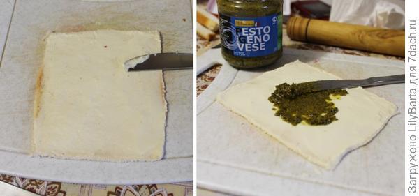 смазываем хлеб сыром и соусом