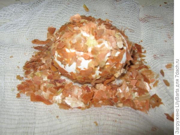 выкладываем яйцо на марлю