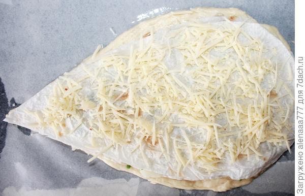 Четырехслойный пирог с начинками из куриного филе, картофеля и сыра. Пошаговый рецепт с фотогрфиями