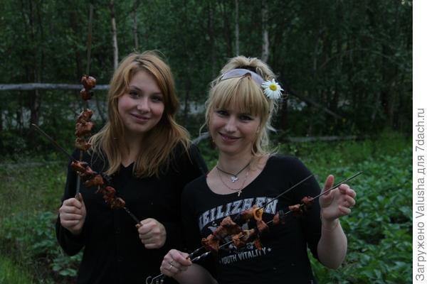 Мы любим шашлыки на даче)
