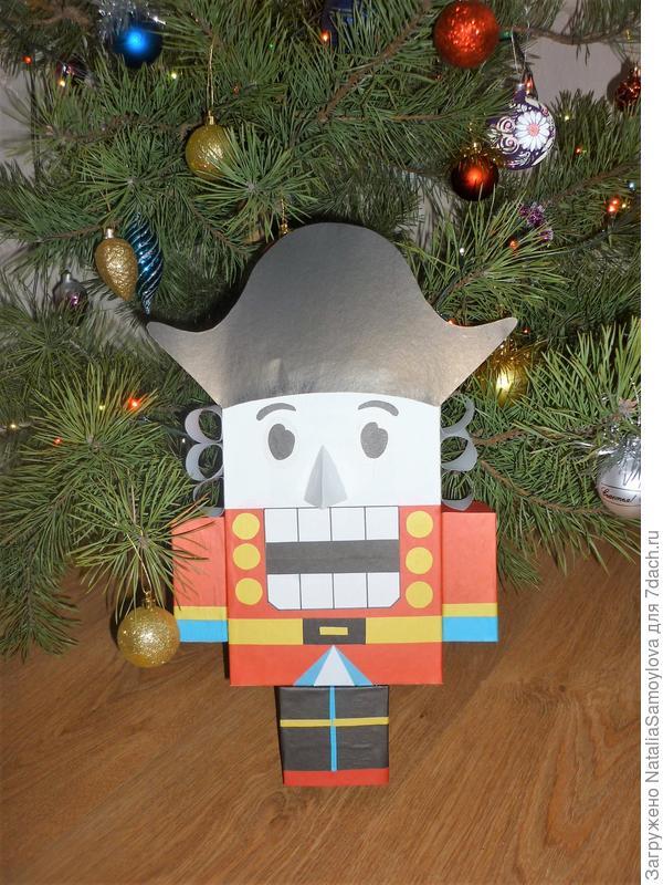 Щелкунчик - сказочный новогодний герой.