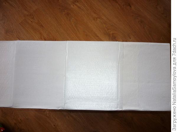 Обклеиваем их белой бумагой.