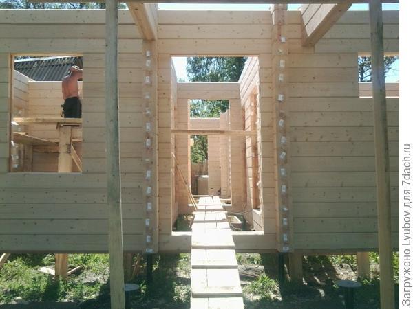 Строим домик для всей семьи!
