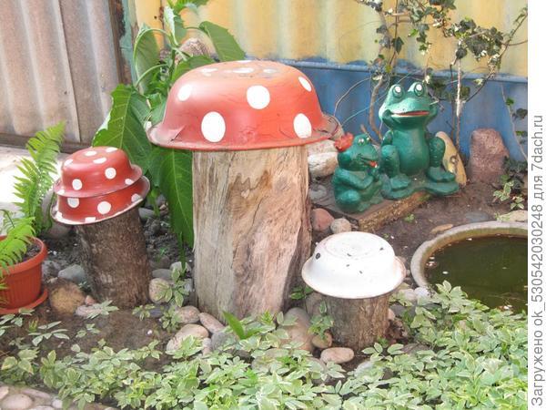 Домик-фонарик, грибочки с лягушатами.