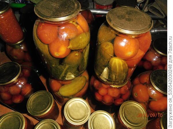 Маринованные помидоры с огурцами, два в одном.