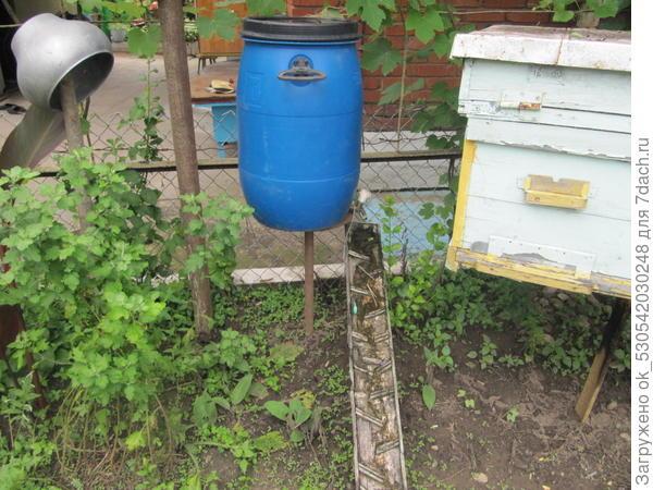 Поилка для пчел.