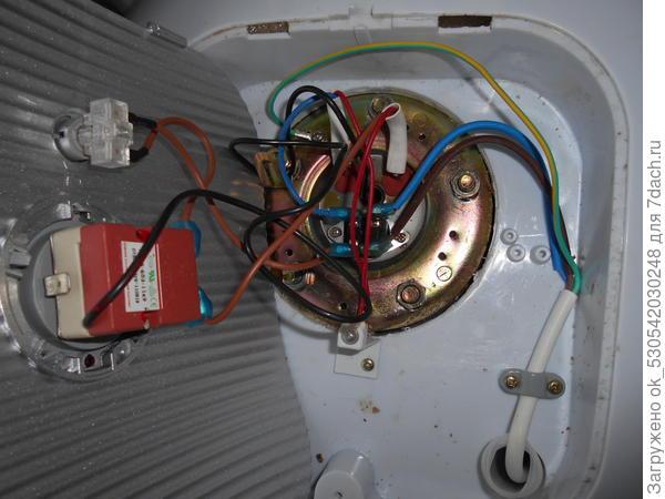 Устанавливаем на место датчики, надеваем клеммы, прикручиваем заземление и провода.