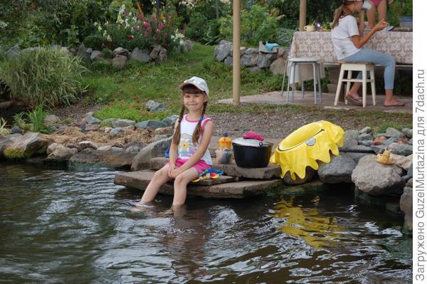моя дочь Лилия на даче