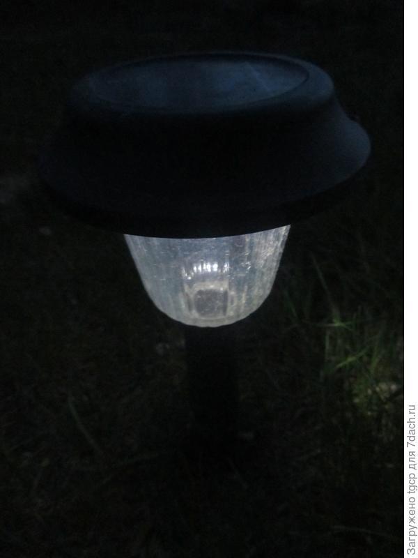 фонарик на солнечной батарее ночью