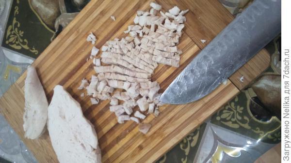 3 слой- отварное куриное филе мелко режем