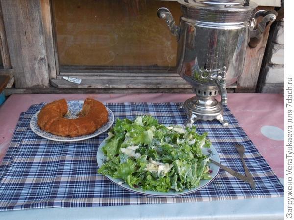 """Скоро семья соберется у самовара. Сегодня у нас на ужин салат """"Вальдорф"""" и кекс """"Ленинградский"""""""