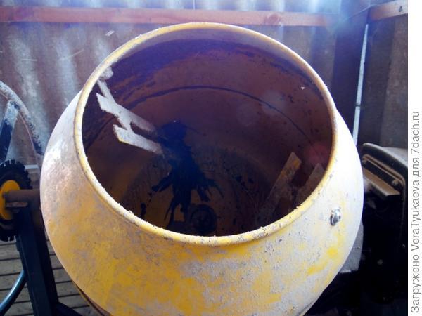 Бетономешалка для приготовления корма.