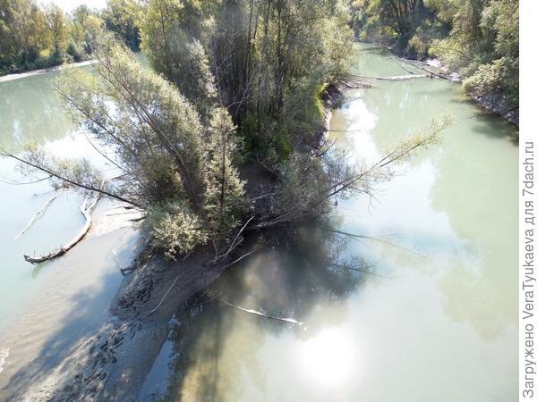 Кажется, это новый остров в протоке, в последнее мощнейшее половодье река размыла матерый берег.