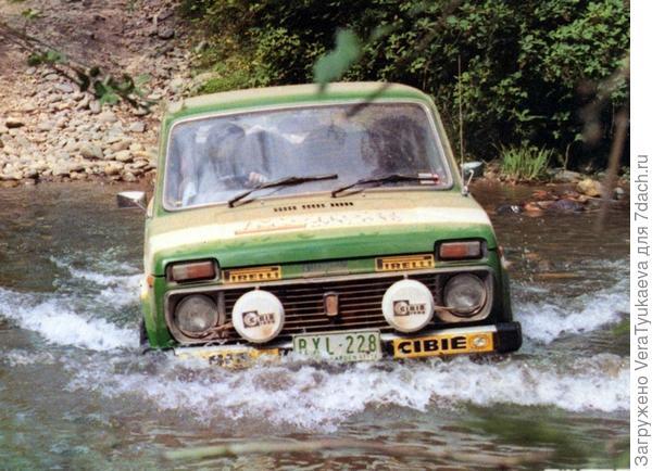 Наша Нива тоже не боялась бурных потоков. Фото с сайта http://ros-niva.ru