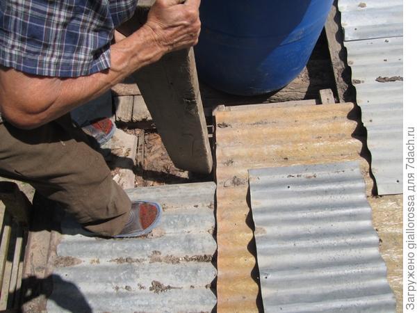 Выбиваем доски крыши