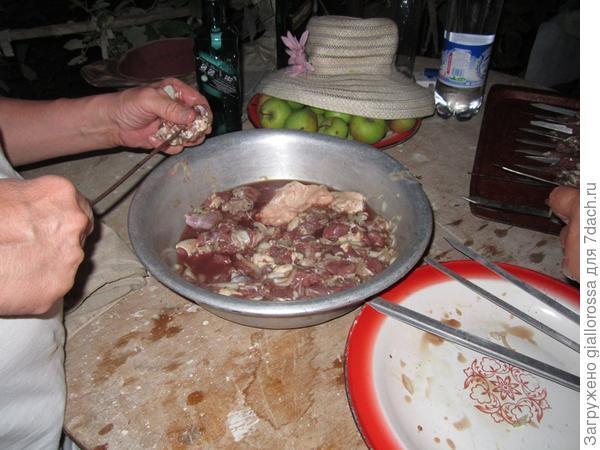насаживаем мясо