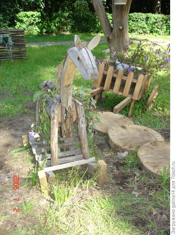 Из деревянных спилов - дорожка