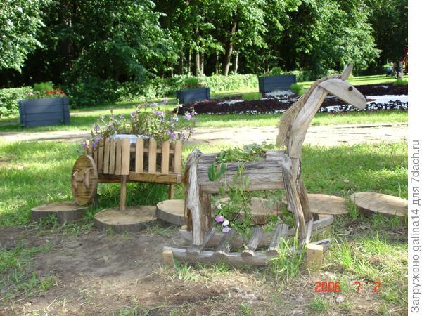 Деревянная лошадка и тележка