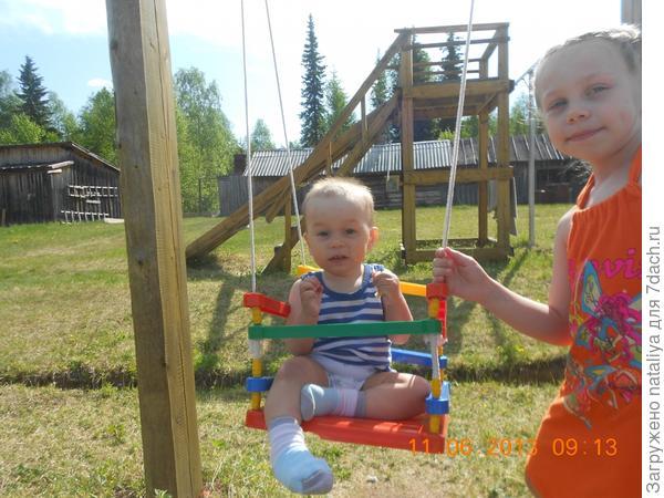 наши дети оченьлюбят лето,потому что лето-это ДАЧА