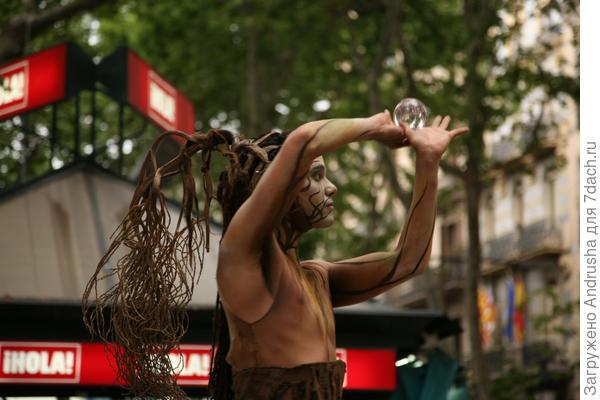 Уличный актер – живая скульптура 2
