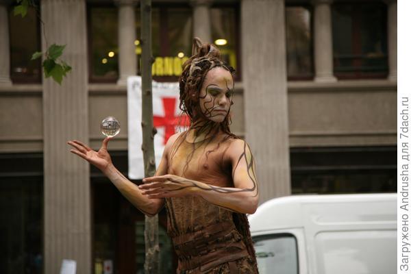 Уличный актер – живая скульптура 1