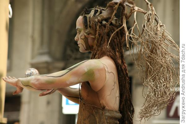 Уличный актер – живая скульптура 3