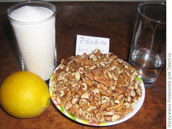 Сахар-400 гр.    4 ложки лимонного сока    40 гр. воды    ядра грецкого ореха -500 гр.