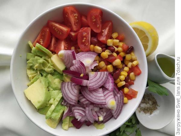 Салат из авокадо, фасоли и кукурузы - пошаговый рецепт приготовления с фото