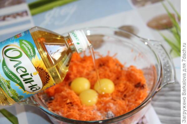 морковь, цедра апельсина, изюм, сахар, желтки, подсолнечное масло