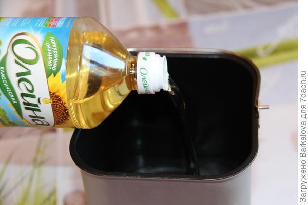 добавление водя и подсолнечного масла