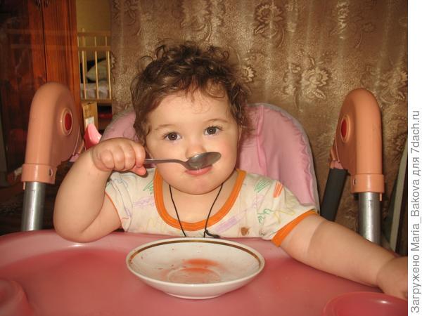 Ксюша обедает 1 год и 3 месяца