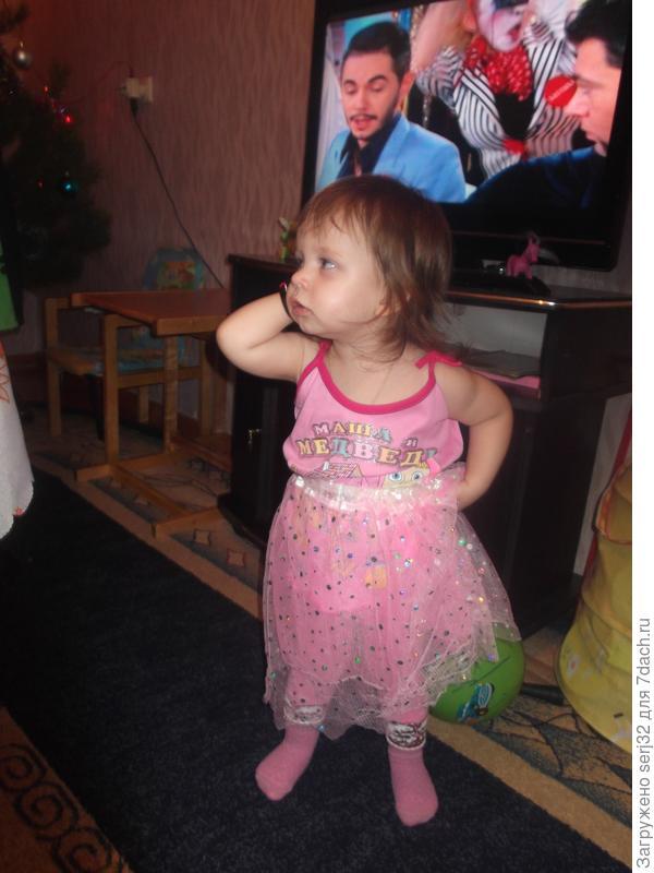 Дочь уже разговаривает по телефону