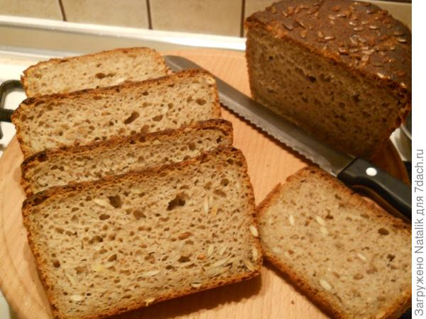 Хлеб на ржаной закваске с овсяными хлопьями и семечками