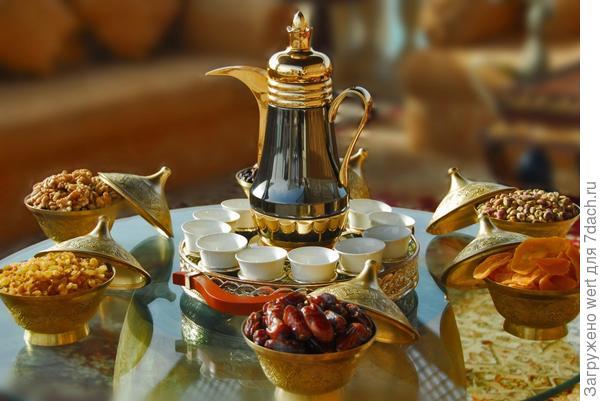 Арабский завтрак: сухофрукты и чай