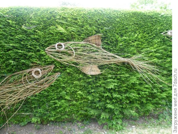 Плетеные скульптуры в саду — на модной волне