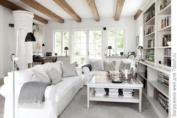Уютный дачный интерьер на примере летнего домика в Дании