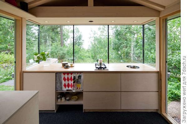 Кухня в домике в лесу