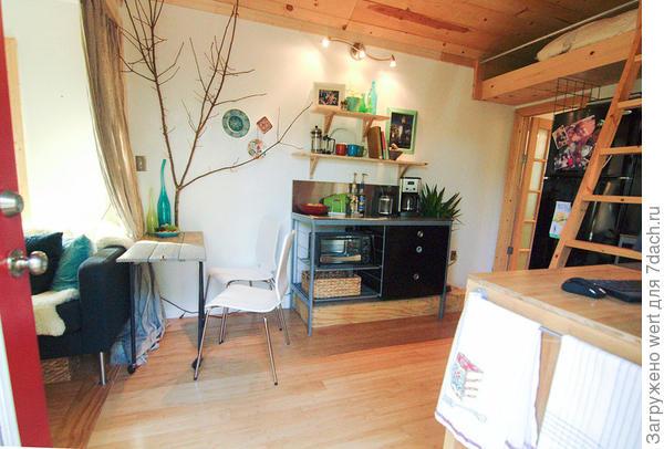 Декоративный элемент - ветка дерева. Фото с сайта tinyhousetalk.com