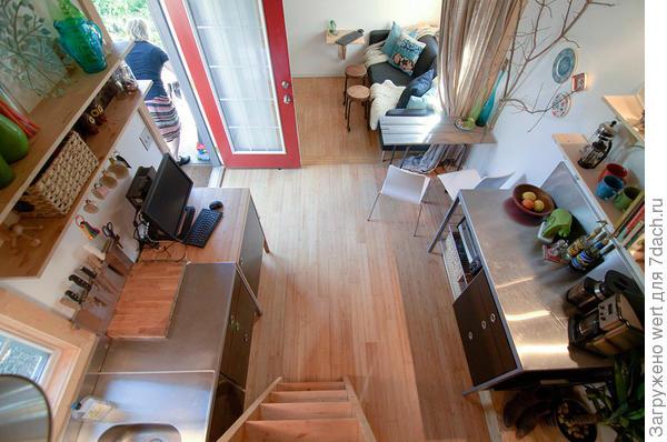 Вид со спального месте. Фото с сайта tinyhousetalk.com