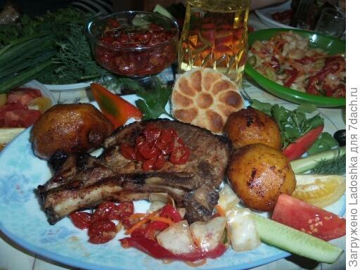 Шашлык на косточке из свинины с вяленым помидором