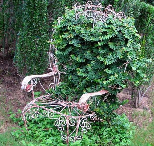 Кресло, увитое растениями, фото с сайта subscribe.ru, автор не указан