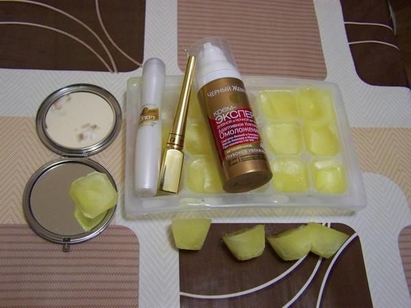 Кубиком мандаринового льда протирать кожу лица и зоны декольте 1-2 раза в сутки