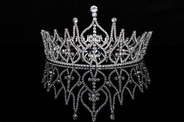 Символы дня: корона, лабиринт, огненный меч