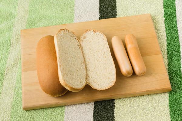 А может, бросаете в сумку буханку хлеба и сосиски/колбасу и перебиваетесь весь день бутербродами и чаем???   Расскажите)))