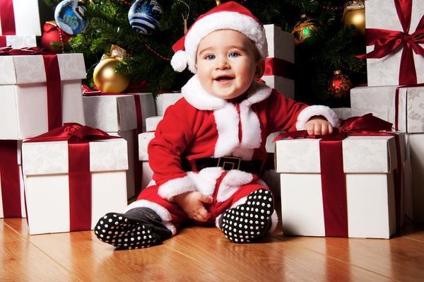 """Да что там """"просьба""""... пюбые заказы в любом количестве... у него ж этих Дедов Морозов - хоть отбавляй: мама-Дед Мороз, папа-Дед Мороз, пара бабушек-Морозов с дедушками-Морозами, прабабушка-Мороз, дядя-Мороз,тетя-Мороз.... Заказывай-не хочу...."""