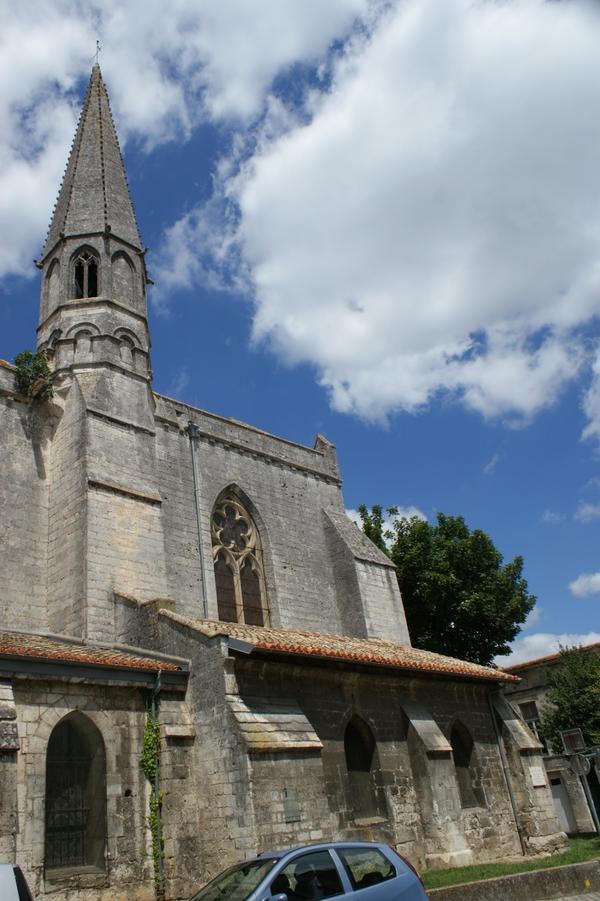 В этой церквушке похоронен Гез де Бальзак.  Не путать с господином Оноре! Гез был историографом и особой, приближённой к Ришелье.