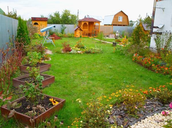 Никогда бы раньше не подумала, что не смогу представить свой сад без овощного огорода! Всегда мечтала выращивать на любимой даче только различные цветы и декоративные кустарники.